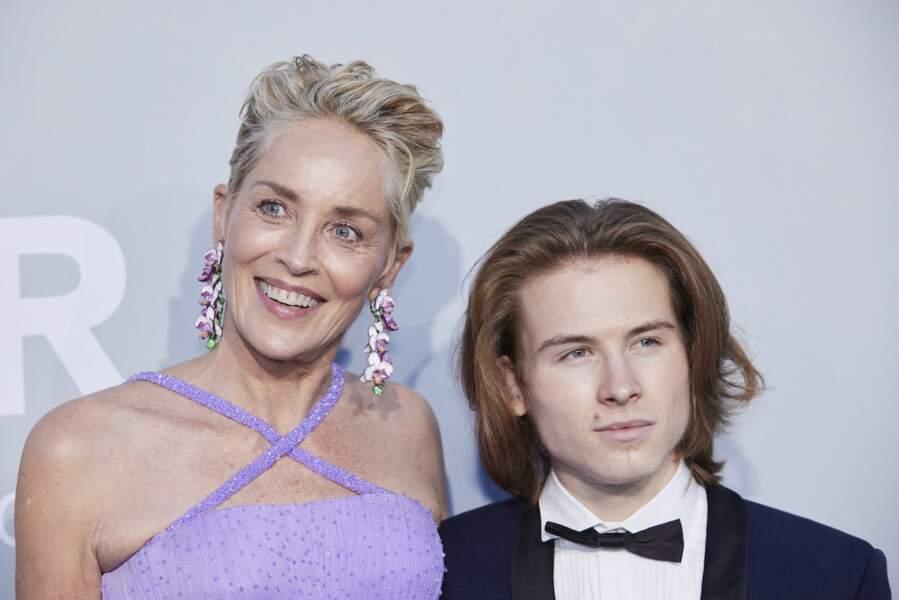 Sharon Stone et son fils Roan Joseph Bronstein ont fait sensation à la soirée du gala de l'amfAR, lors du 74ème Festival de Cannes, ce 16 juillet