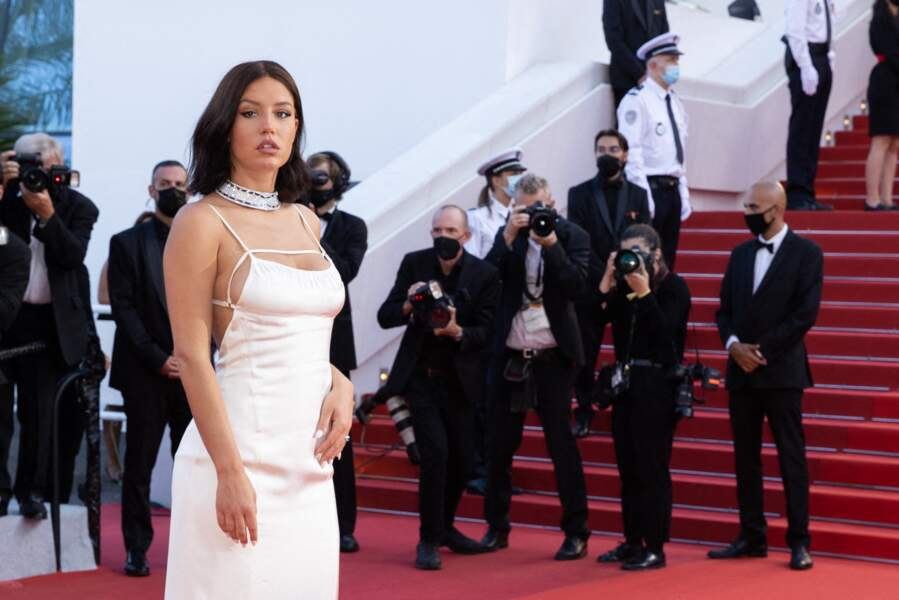 Adèle Exarchopoulos magnifique pour cette dernière montée des marches, en clôture du Festival de Cannes