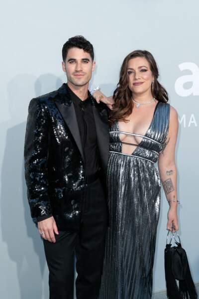 Darren Criss a opté pour un costume Balmain pour sa venue à la soirée au gala de l'amfAR, le 16 juillet