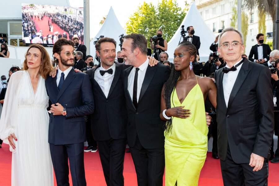 Natacha Lindinger, Pierre Niney, Nicolas Bedos, Jean Dujardin, Fatou N'Diaye, Jean-François Halin... Toute l'équipe du film était réunie pour assister à la projection du film, en cette soirée de clôture de Cannes 2021