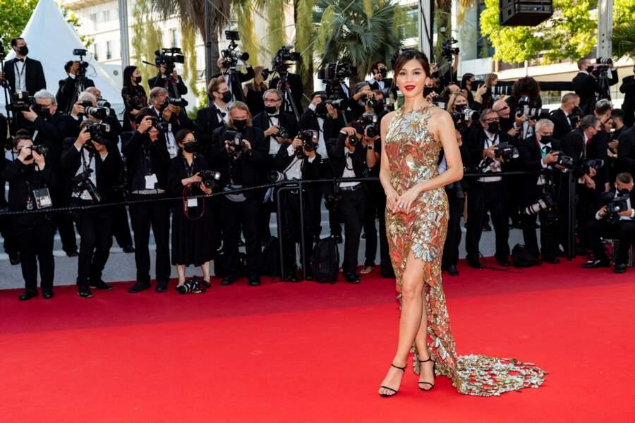 Gemma Chan à la montée des marches du film OSS 117 : Alerte rouge en Afrique noire