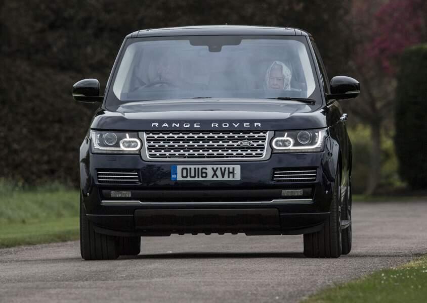 Le duc d'Edimbourg au volant d'une Range Rover en 2016