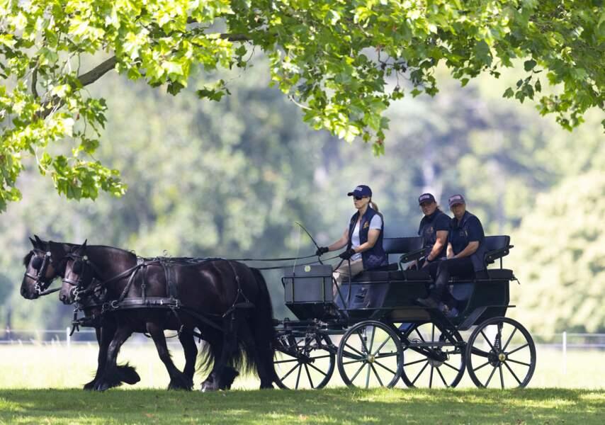 Sophie Rhys-Jones photographiée dans les jardins du château de Windsor dans cette fameuse calèche lors d'une sortie, ce 17 juillet
