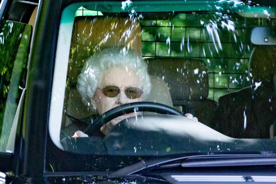 Ce dimanche 18 juillet, à 95 ans, la reine conduit sa Range Rover