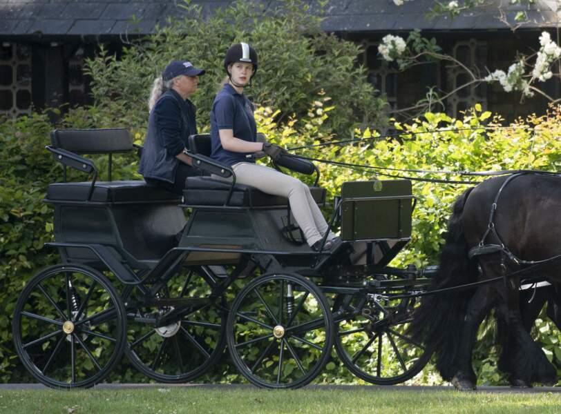 La petite-fille du duc d'Edimbourg conduit la calèche léguée par son grand-père en juin 2021