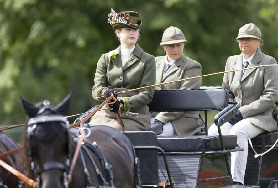 Lady Louise Windsor conduit une calèche en juillet 2021 lors du Royal Windsor Horse Show