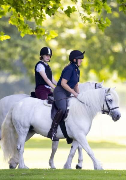 Lady Louise Windsor avec les poneys Fell offerts par le prince Philip, le 17 juillet