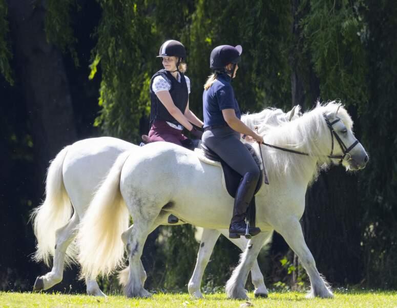 Lady Louise Windsor monte à cheval dans les jardins du château de Windsor le 17 juillet
