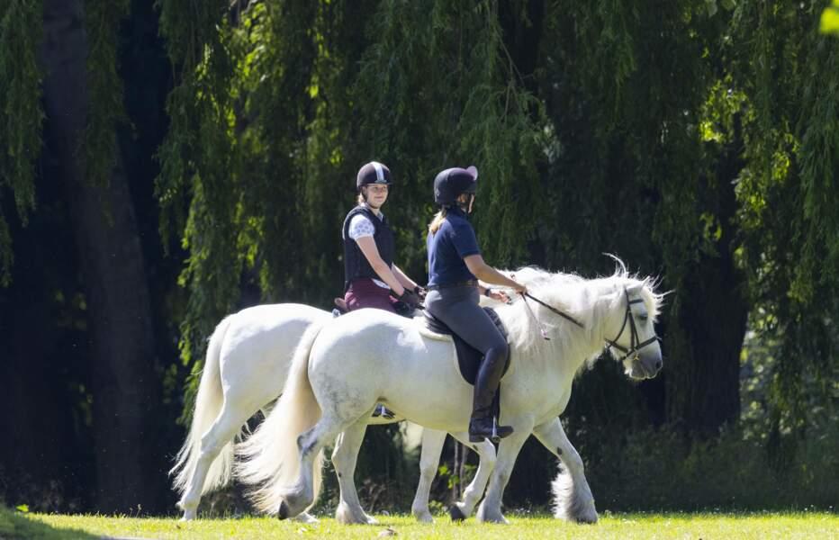Lady Louise Windsor, passionnée de sport équestre, en balade dans le parc du château de Windsor le 17 juillet