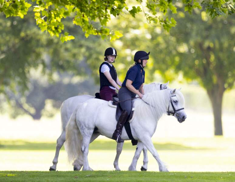 Petite promenade entre mère et fille avec le cadeau du prince Philip, ce 17 juillet