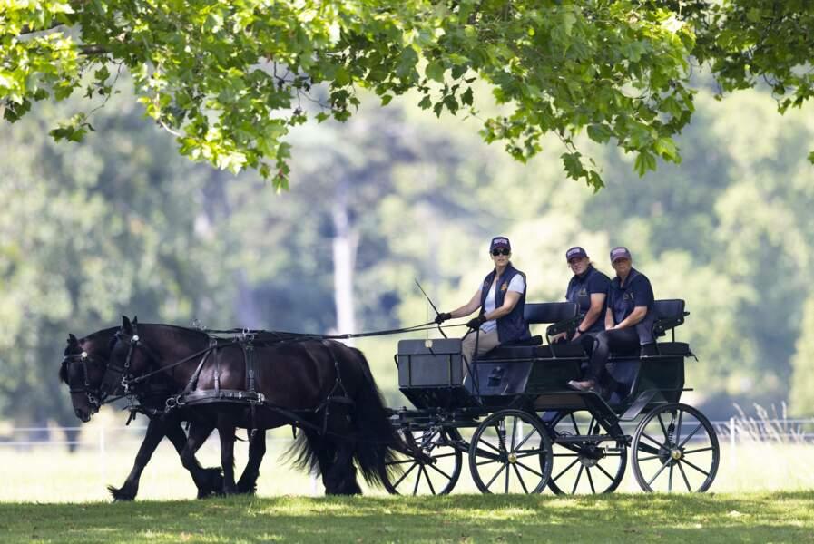 Sophie Rhys-Jones a bord de la calèche royale dans les jardins du château de Windsor le 17 juillet