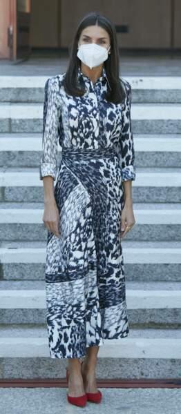 Letizia d'Espagne en robe longue imprimée python Victoria Beckham, le 28 juin 2021