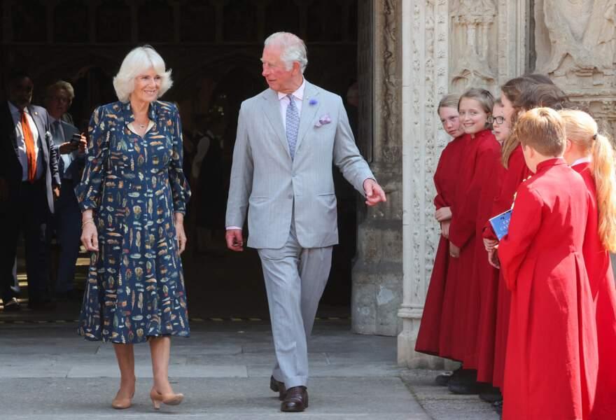 Après la visite de la cathédrale d'Exeter, le prince Charles et Camilla Parker Bowles ont été saluer la foule, le 19 juillet 2021