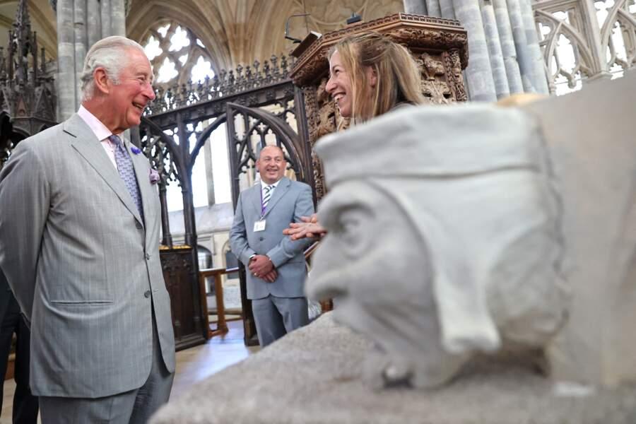 Le prince Charles très décontracté pour découvrir le projet de restauration de la cathédrale d'Exeter, dans le Devon, le 19 juillet 2021