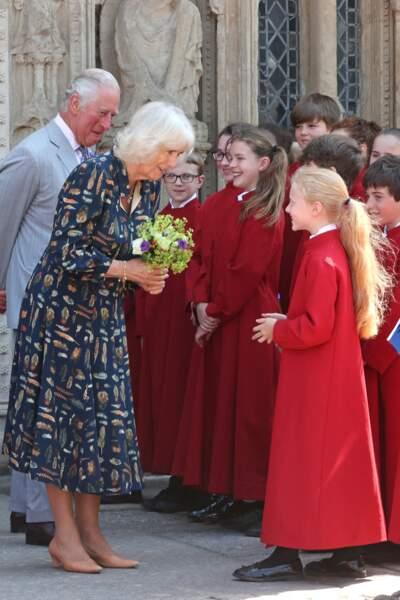 La distanciation sociale étant levée, le prince de Galles et la duchesse de Cornouailles ont pu profiter d'un bain de foule devant la cathédrale d'Exeter, dans le Devon, le 19 juillet 2021
