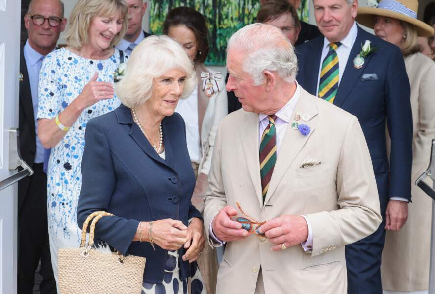 """Le prince Charles, prince de Galles, et Camilla Parker Bowles, duchesse de Cornouailles, visitent et parcourent les stands du """"Great Yorkshire Show"""" à Harrogate, le 15 juillet 2021"""