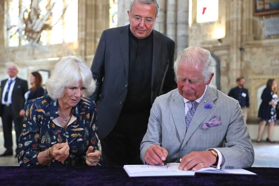 Le prince Charles et son épouse Camilla Parker Bowles, la duchesse de Cornouailles visitent la cathédrale d'Exeter à Devon, le 19 juillet 2021