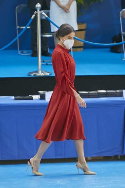 Letizia d'Espagne en robe rouge midi Salvatore Ferragamo à Madrid, le 24 juin 2021.