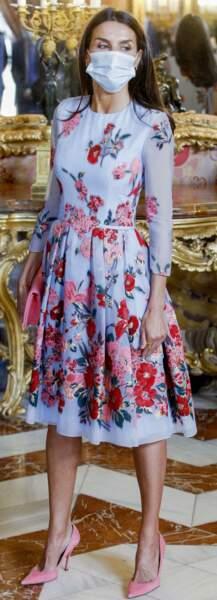 Letizia d'Espagne en robe fleurie courte Carolina Herrera, le 2 juillet 2021.