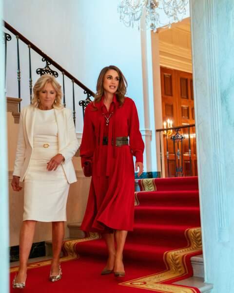 Rania de Jordanie et Jill Biden se rencontrent pour la première fois à la Maison-Blanche à Washington le 19 juillet 2021.