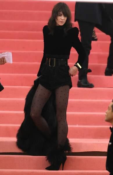 Charlotte Gainsbourg en 2019 : invitée d'honneur au MET Gala, elle électrifie le tapis en combishort audacieuse et couture