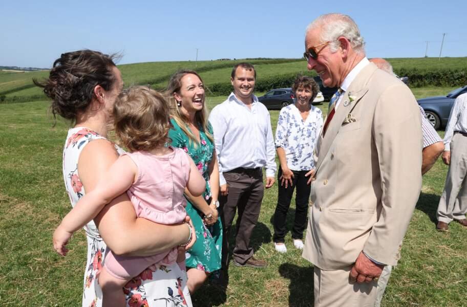 Pendant sa venue officielle à Bideford, ce 21 juillet 2021, le prince Charles en a profité pour partir à la rencontre des habitants.