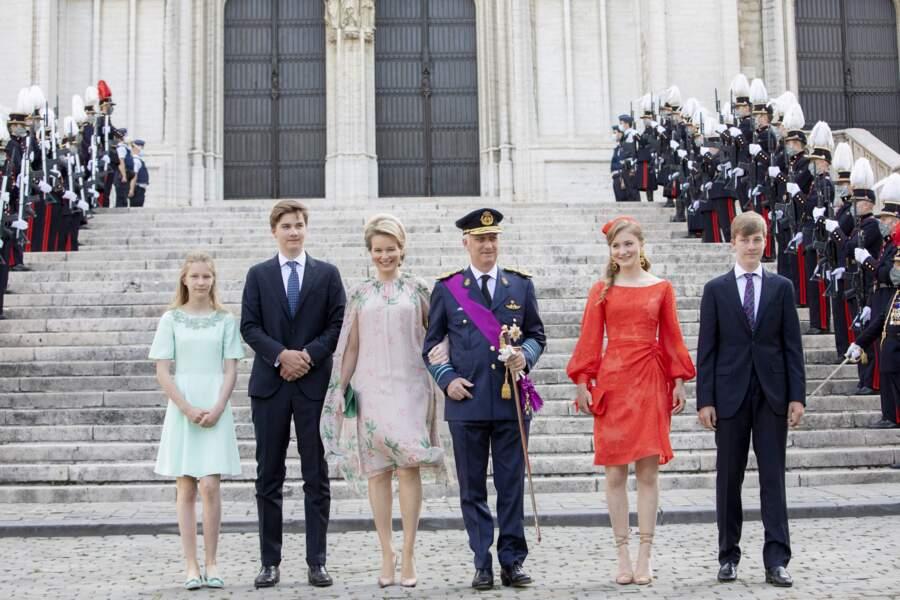L'après-midi, la famille royale a assisté à la parade militaire de la fête nationale.
