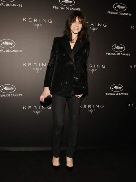 Charlotte Gainsbourg en 2019 : la chanteuse chic en blazer à paillettes