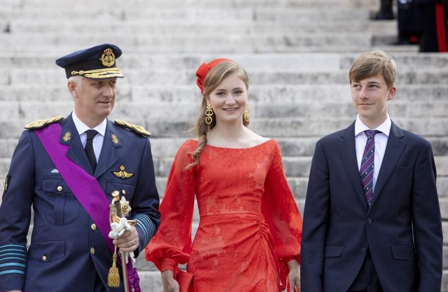 La princesse Elisabeth entourée de son père, le roi Philippe et de son frère, ce mercredi 21 juillet.
