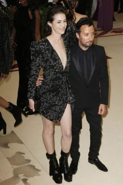 Charlotte Gainsbourg en 2018 : auprès d'Anthony Vaccarello, l'actrice mise sur un look rock et glamour au Met Gala