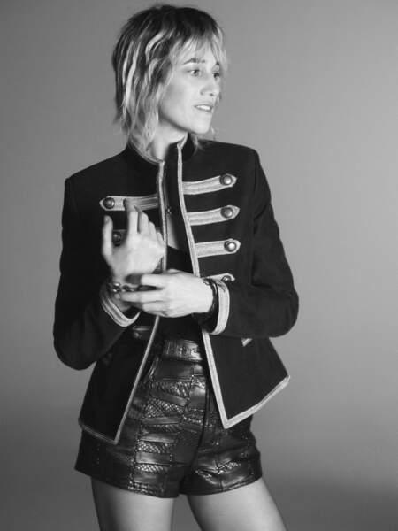 Charlotte Gainsbourg en noir et blanc pose pour la campagne de Saint Laurent