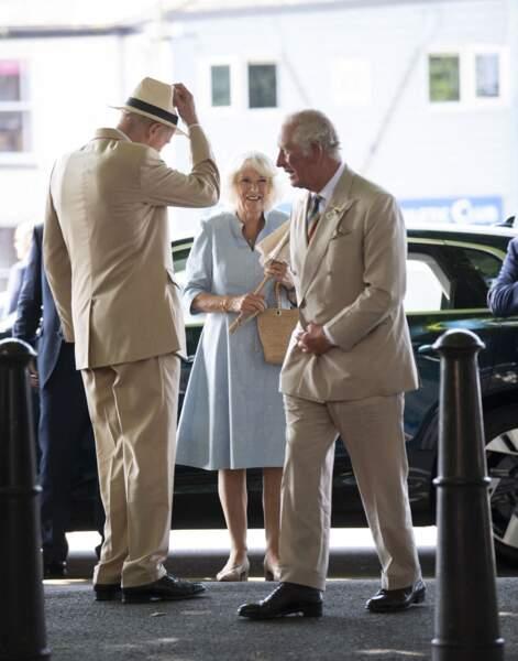 """Le prince Charles et son épouse Camilla s'octroient une pause culturelle en visitant le musée """"The Burton"""", à Bideford, ce 21 juillet 2021."""