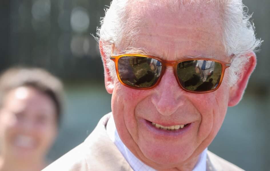 """Lors d'un séminaire organisé par """"The North Devon Biosphere"""", à Bideford, le prince Charles est apparu à la cool avec ses lunettes de soleil, ce 21 juillet 2021."""