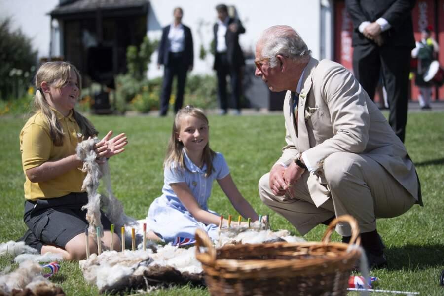 Le prince Charles est parti à la rencontre de jeunes membres de groupes communautaires, à Victoria Park, ce 21 juillet 2021.