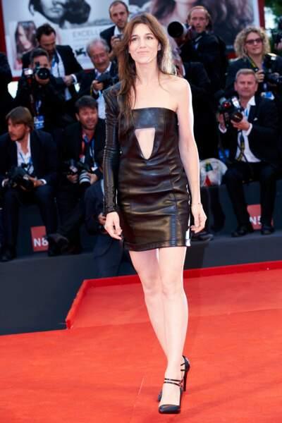 Charlotte Gainsbourg en 2014 : l'actrice mise sur une robe mini en cuir destructurée