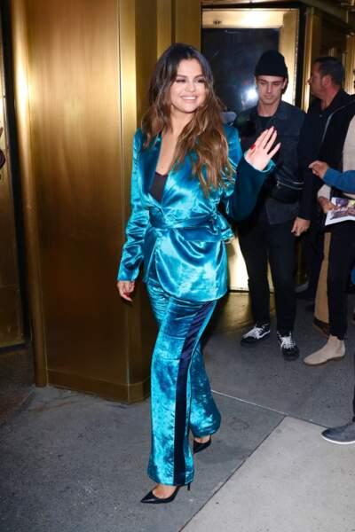 Selena Gomez en 2019 : illumine les rues de New York en costume bleu flashy en velours