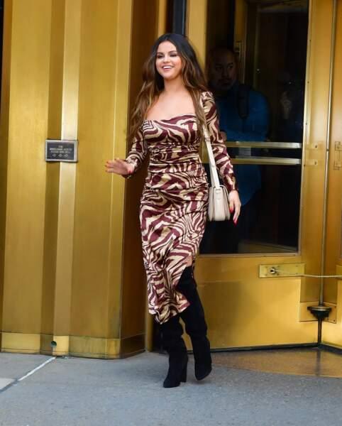 Selena Gomez en 2019 : met en avant sa silhouette pulpeuse dans une longue robe à impriméq