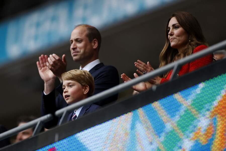 Heureux d'accompagner ses parents à un match de l'Euro 2021, le prince George est apparu fou de joie dans les tribunes du stade Wembley, à Londres, le 29 juin 2021