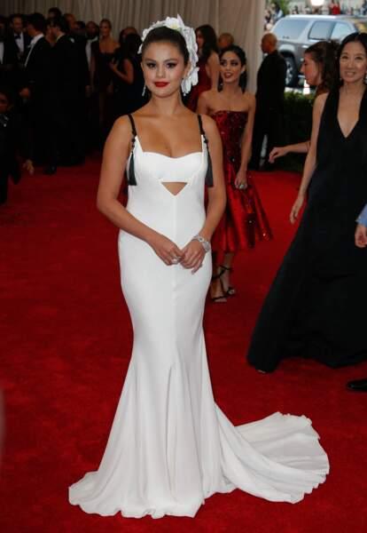 Selena Gomez en 2015 : en blanc immaculé au Met Ball