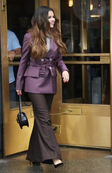 Selena Gomez en 2019 : lumineuse en ensemble working girl et escarpins