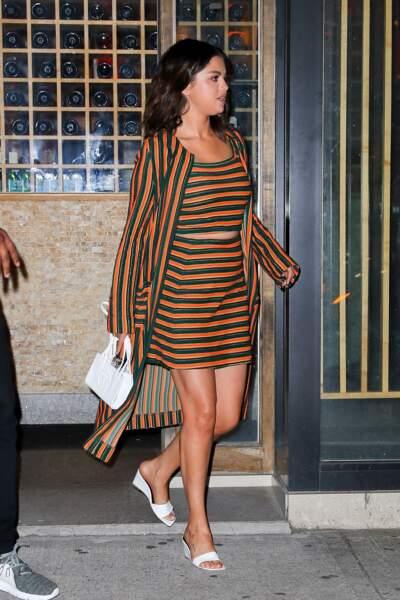 Selena Gomez en 2019 : sublime en ensemble à rayures et mules