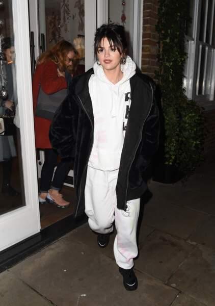 Selena Gomez en 2019 : elle mise sur un ensemble streetwear