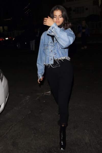 Selena Gomez en 2017 : fan des denims elle aime porter des vestes en jean courtes