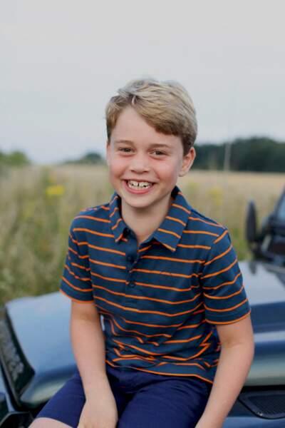Le prince George tout sourire pour le portrait officiel de ses 8 ans, le 22 juillet 2021