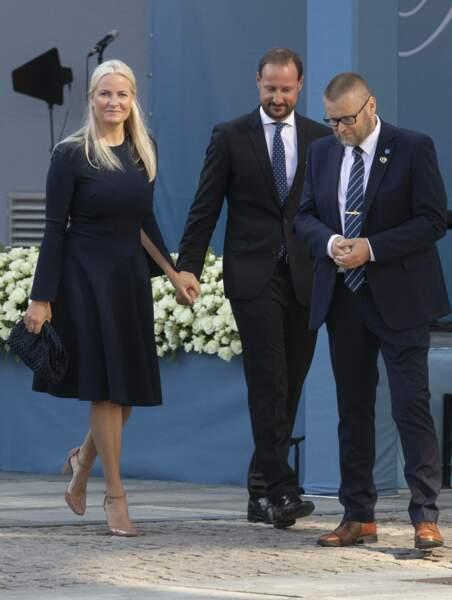 Malgré l'émotion, le prince Haakon de Norvège et son épouse la princesse Mette-Marit ont tenu à garder le sourire lors de cette cérémonie rendant hommage aux victimes de l'attentat d'Oslo de 2011, ce 22 juillet 2021