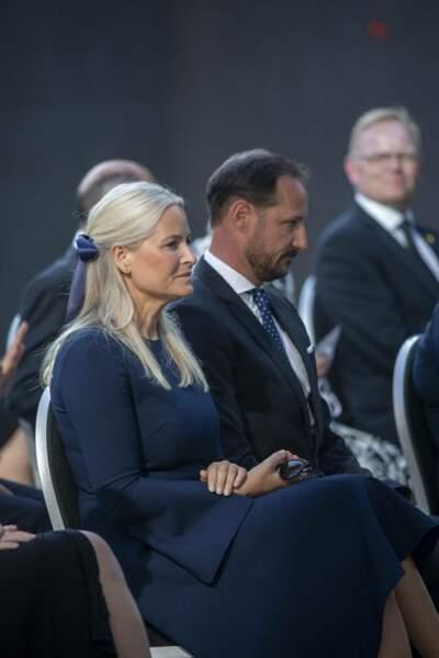 L'émotion était vive pour le prince Haakon et son épouse la princesse Mette-Marit de Norvège, lors de cette dixième cérémonie d'hommage aux victimes de l'attentat commis par Anders Behring Breivik, à Oslo, ce 22 juillet 2021