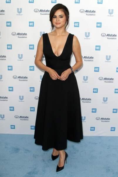 Selena Gomez en 2019 : ravissante en longue robe noir à décolleté plongeant