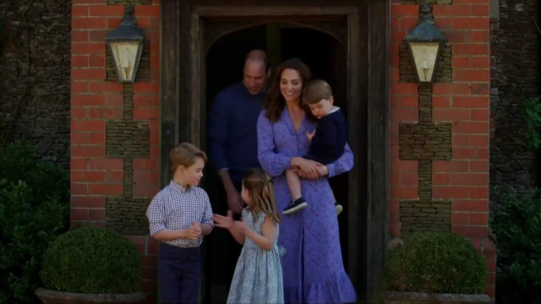 Le prince George complice avec sa soeur, la princesse Charlotte, en avril 2020