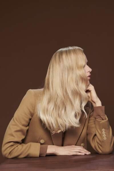 Le blond polaire reste une tendance coloration forte de l'automne-hiver 2021/2022