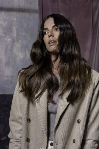 Les cheveux bruns se dotent de reflets pour gagner en lumière et en profondeur cet automne-hiver 2021/2022